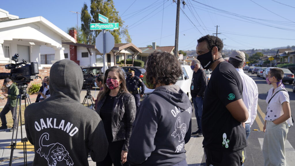 Image of Mayor Libby Schaaf listening to a group of residents.